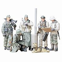 1/35th Scale German Soldiers at Field Briefing Model Kit